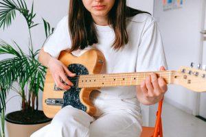 Naucz się grać na gitarze z tymi poradami prosto od profesjonalistów