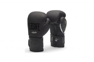 czarne rękawice bokserskie